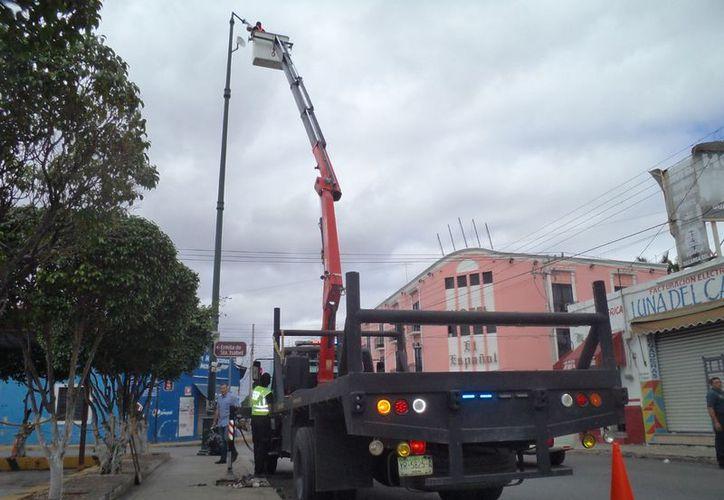 La SSP instala cámaras de última generación para reforzar el combate a la delincuencia en el Centro Histórico de la ciudad. (Milenio Novedades)