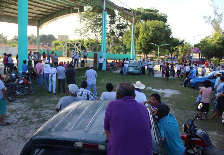 Pobladores de la comunidad Carlos A. Madrazo acordaron tomar medidas para combatir la inseguridad. (Carlos Castillo/SIPSE)