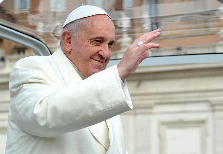 """La """"carrera"""" editorial centrada en el Papa comenzó desde el día siguiente de su elección, el 13 de marzo. (Archivo/EFE)"""