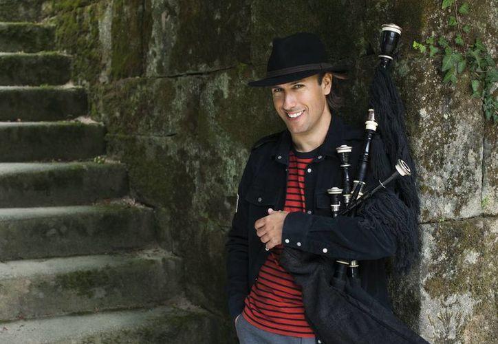 Considerado uno de los mejores gaiteros del mundo, el español Carlos Núñez finalizó el tramo europeo de su gira y ahora se presentará en Estados Unidos y Canadá. (EFE)