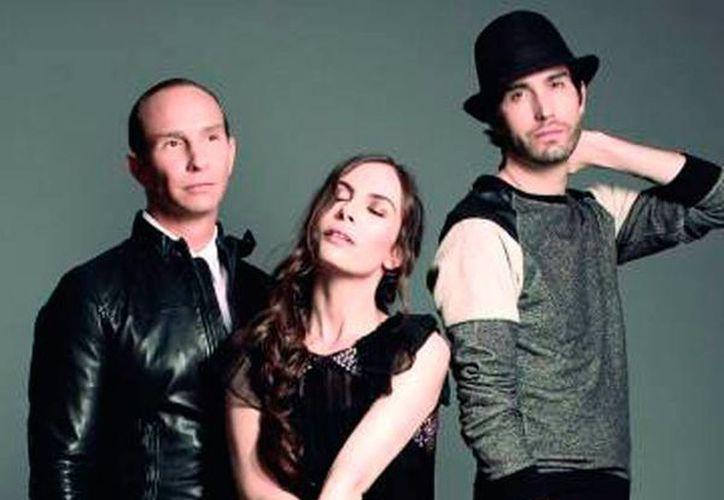 El trío de ex integrantes de la banda Timbiriche se posicionó como número uno en iTunes en el chart pop en español y número dos del chart general, a pocas horas de desvelar la placa discográfica CD+DVD (SIPSE)