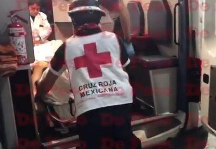 El señor herido fue atendido por paramédicos de la Cruz Roja. (De Peso Quintana Roo)