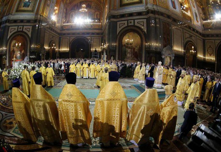 La Iglesia rusa celebra la Navidad en enero debido a que se rige por el calendario juliano, que difiere 13 días con el calendario que se usa en el resto del mundo. (AP/Alexander Zemlianichenko)