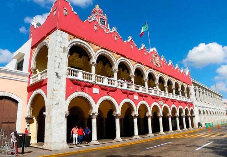 Los ayuntamientos de Yucatán dejarán una enorme  deuda al Gobierno del Estado, por el impago del llamado impuesto estatal de nómina. La imagen es de la sede del Ayuntamiento de Mérida y está utilizada sólo con fines ilustrativos. (Milenio Novedades)