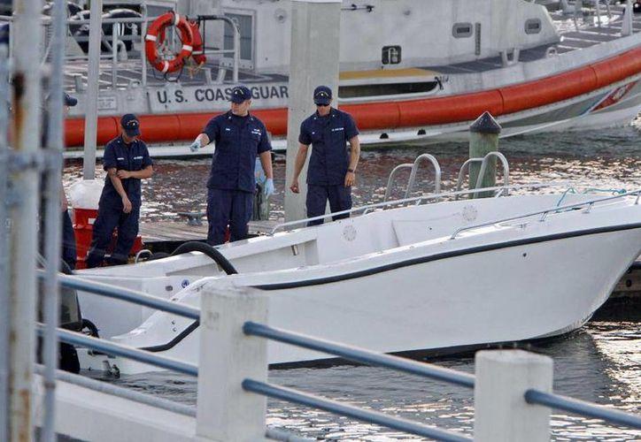 De acuerdo con la Guardia Costera de EU, se recuperaron los cuerpos de dos migrantes haitianos mientras que tres más siguen desaparecidos y se cree que murieron. (Agencias)