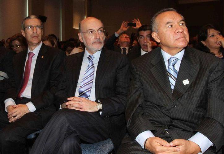Luis Felipe Bravo Mena (al centro) fue nombrado titular de la Comisión Especial Anticorrupción del Partido Acción Nacional (PAN). La foto es de archivo. (NTX)