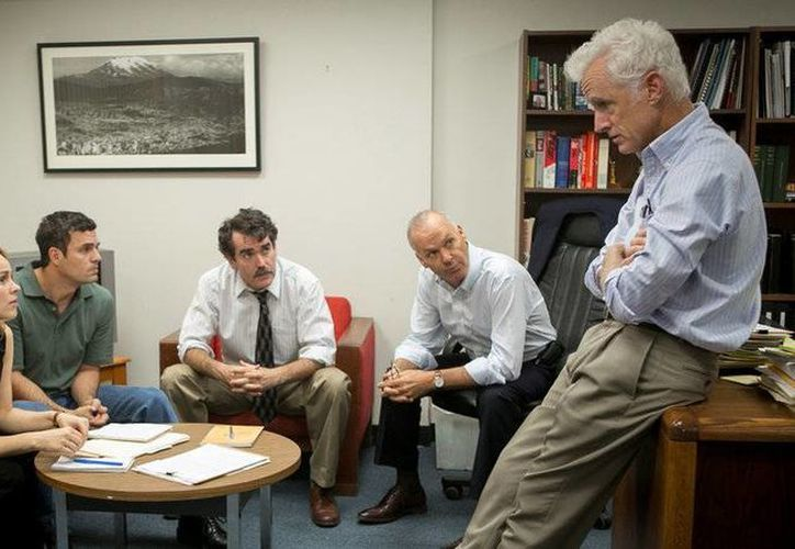 Escena de la película 'Spotlight', una de las ocho cintas nominadas a Mejor Película en la edición 2016 de los Premios Oscar. (Imagen tomada de www.entrelineas.org)