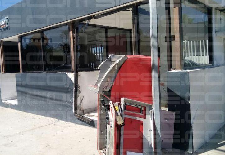 La madrugada del sábado se realizó el atraco de un cajero ubicado a las afueras de una empresa embotelladora en el oriente de Mérida. (SIPSE)
