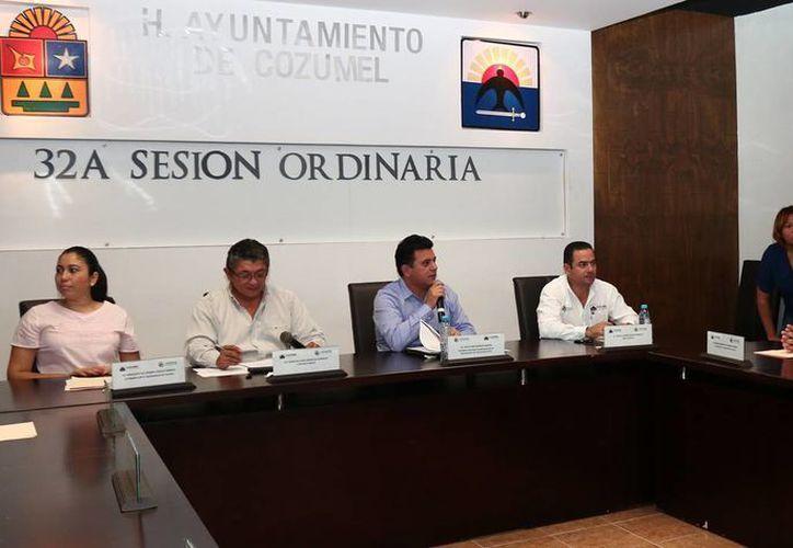 El Cabildo durante la celebración de la 32 Sesión Ordinaria. (Cortesía/SIPSE)