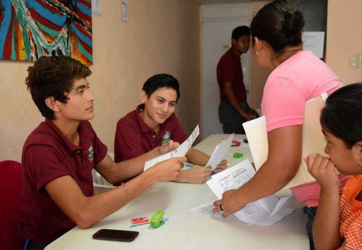 Las becas de transporte benefician a la comunidad estudiantil. (Victoria González/SIPSE)