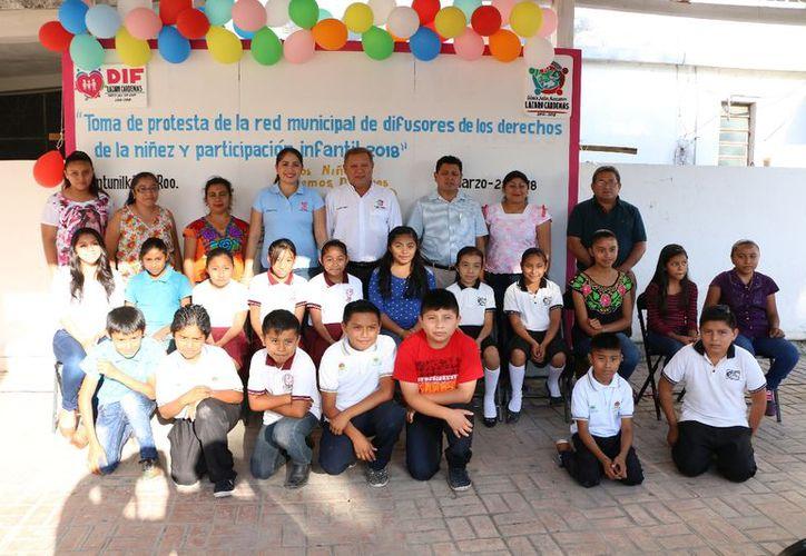 El presidente municipal y la primera trabajadora social encabezaron el evento. (Raúl Balam/SIPSE)