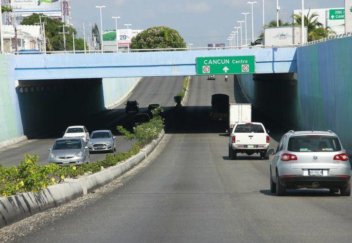 Viajan por carretera los vacacionistas nacionales. (Luis Soto/SIPSE)