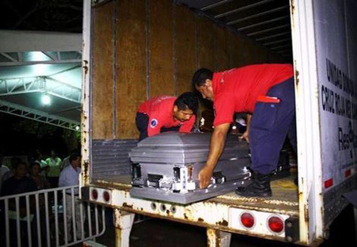 Los cuerpos de las 35 personas que murieron en el accidente en Veracruz fueron trasladados a Tabasco. (Reuters)