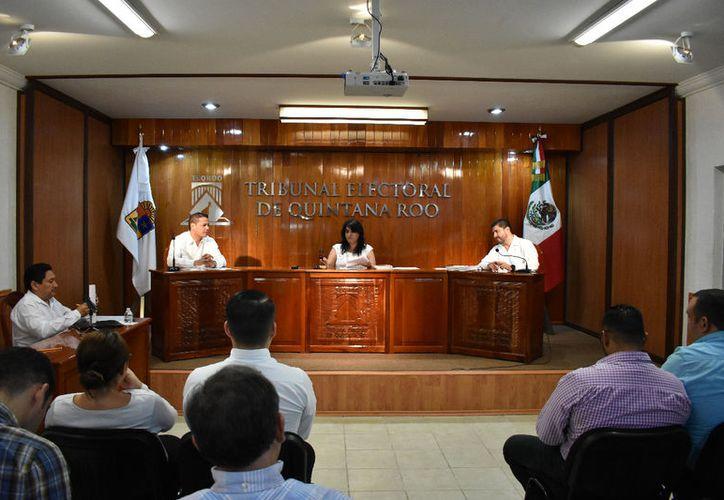 La sesión de ayer, fue la primera realizada dentro del Proceso Electoral Local 2017-2018. (Joel Zamora/SIPSE)