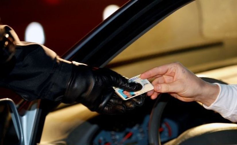 Carolina del Norte típicamente otorga licencias de conducir a los no ciudadanos que tengan autorización federal de trabajo. (menudoreport.com)
