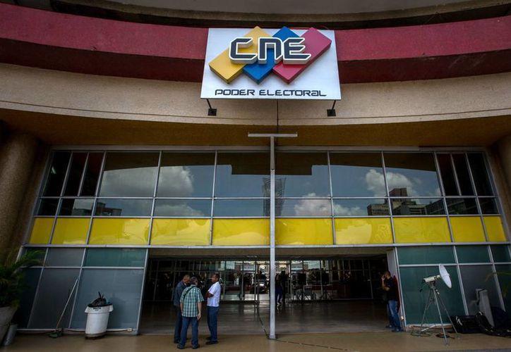 El CNE informó de que ahora procede una nueva recolección de firmas por parte de la oposición para que el referéndum revocatorio pueda ser activado. (EFE)