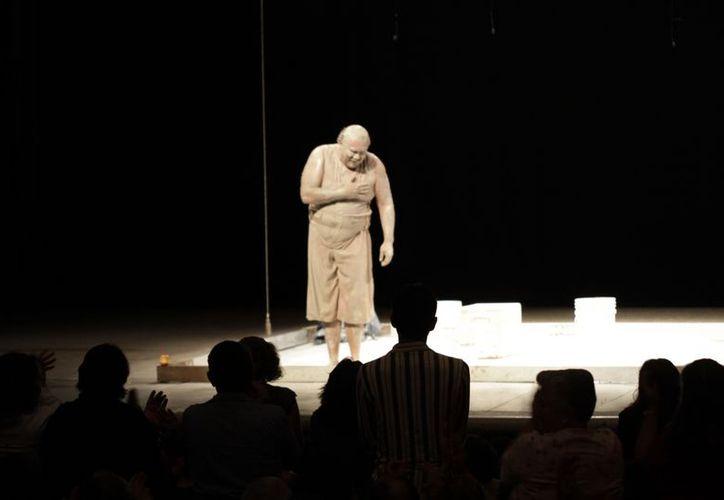 Armando Manzanero alabó el carácter de Jesús Ochoa para presentar la obra. (Christian Ayala /SIPSE)