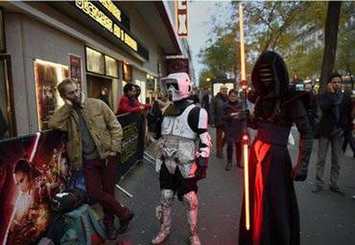 Los aficionados de 'Star Wars' de Egipto salieron desilusionados de las salas de cine por una mala proyección e la película  por parte del cine. (AP)