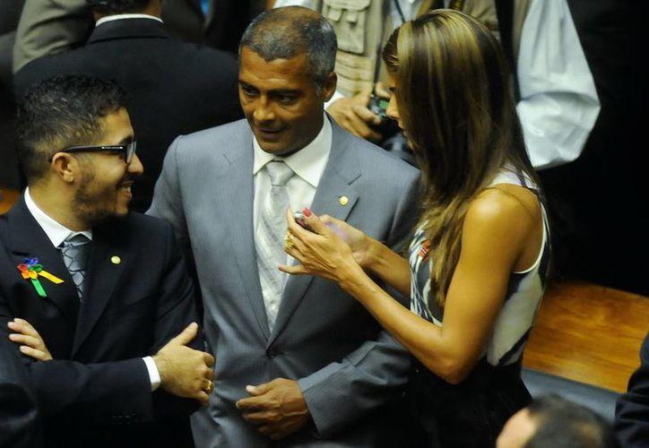 Romario (c) se retiró el mes pasado del PSB como parte de una estrategia para lanzar su candidatura a gobernador de Río de Janeiro. (EFE/Archivo)