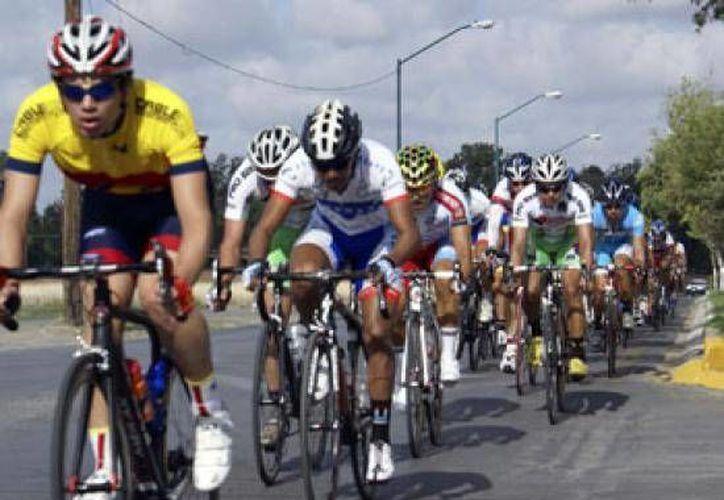 Aproximadamente 180 ciclistas provenientes de todo el país participaron en la tradicional carrera de Puerto Morelos. (Redacción/SIPSE)
