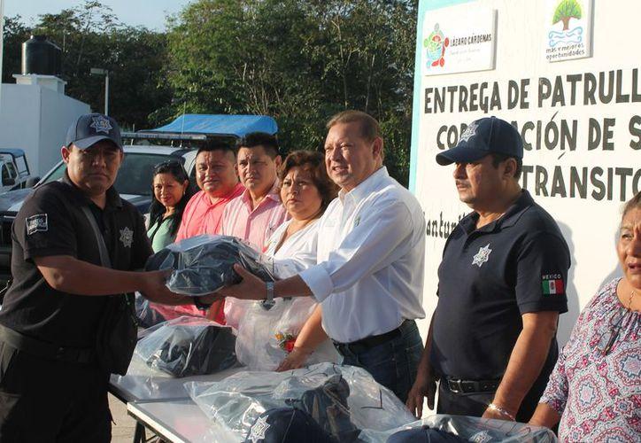 Se llevó a cabo la entrega de las indumentarias en las oficinas ubicadas en la salida por el rumbo El Ideal. (Raúl Balam/SIPSE)