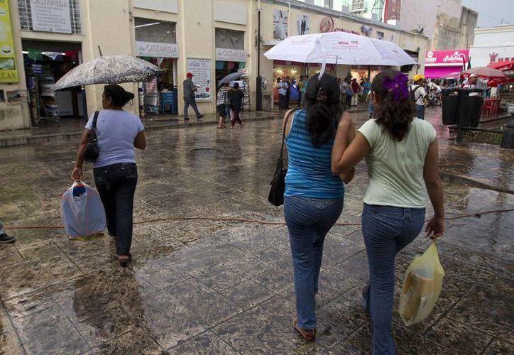 La entrada de humedad del Mar Caribe hacia la Península de Yucatán, aunada al calentamiento diurno, mantendrá potencial de precipitaciones fuertes. (Notimex)