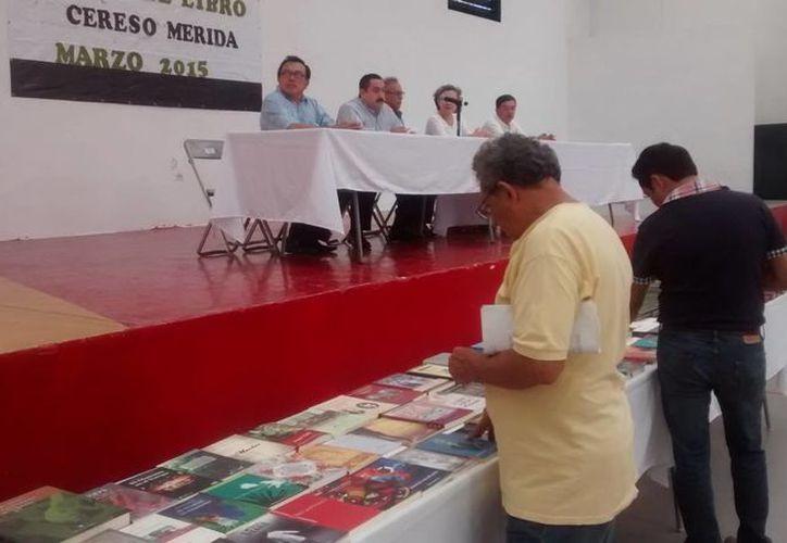 A través de la Feria del Libro, internos del Cereso de Mérida tuvieron acceso a literatura clásica y contemporánea. (SIPSE)
