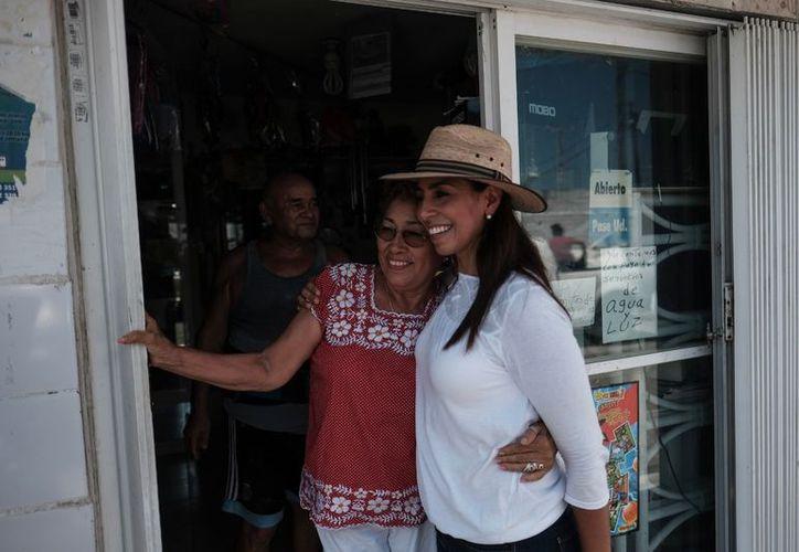 Por la mañana, en su recorrido con los vecinos de la Región 60, la candidata Marybel Villegas constató que la ciudadanía se siente desprotegida. (SIPSE)