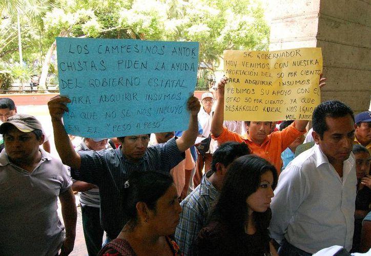 A finales de mayo pasado, Antorcha Campesina protestó a las puertas del Palacio de Gobierno exigiendo apoyos. (SIPSE)