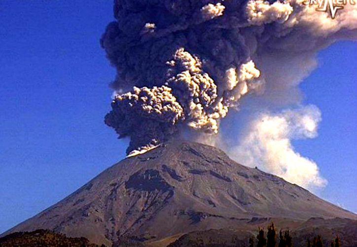 La actividad registrada en las últimas 24 horas está dentro de los escenarios previstos para esa etapa, en el Popocatépetl. (Contexto/Internet)