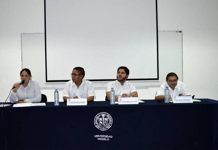 El libro 'Nárrame tu historia' es una coedición entre el Ayuntamiento de Mérida y la Universidad Modelo. (Foto: Universidad Modelo)