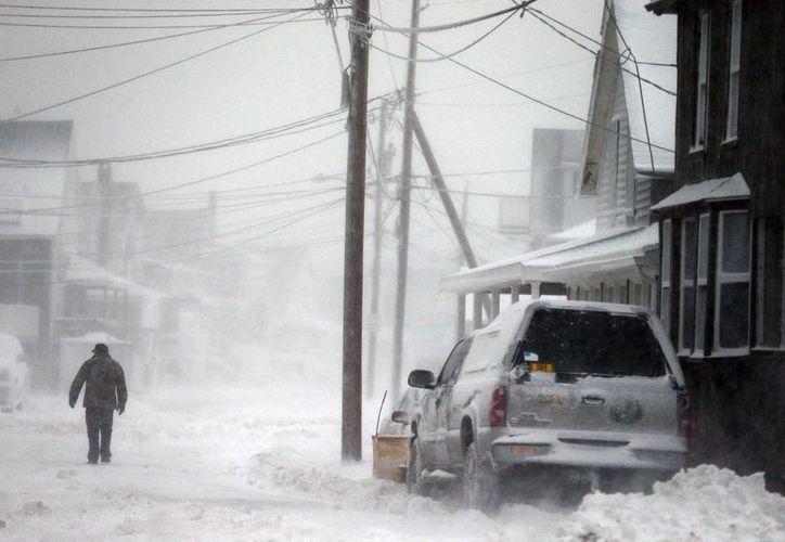 En Wisconsin, un récord de temperaturas bajas fue alcanzado el viernes por la mañana en Green Bay, cuando el termómetro llegó a -27.7 C. (Agencias)