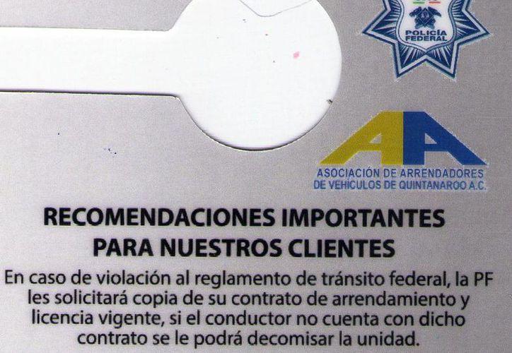 Con estos tarjetones se les condonará el dar una vuelta prohibida o alguna otra infracción menor. (Israel Leal/SIPSE)