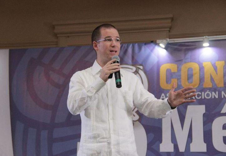 El presidente nacional de PAN, Ricardo Anaya, impartió una charla durante la clausura del III Congreso de la Asociación Nacional de Alcaldes. (Oficial)