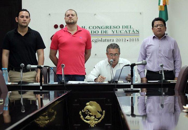 Como parte de la sesión del Congreso del Estado se instalaron formalmente las Comisiones de Postulación de Candidatos a las medallas Pánfilo Novelo Martín' y 'Héctor Victoria Aguilar'. (Milenio Novedades)