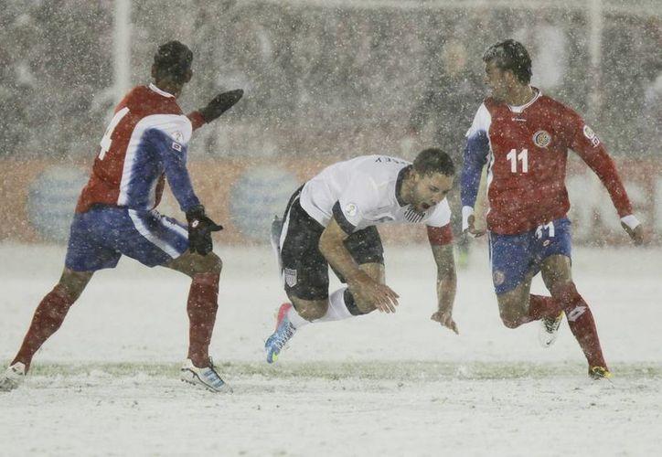 El silbatazo final del juego entre EU y Costa Rica llegó una vez cumplidos los 90 minutos. (EFE)