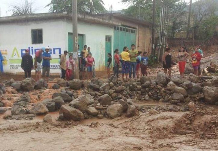 La temporada de lluvias ya está cerca y los deslaves son un riesgo latente para buena parte de la población de Acapulco, por lo que se exhorta a la gente a identificar los refugios temporales más cercanos. (Archivo/ Notimex)