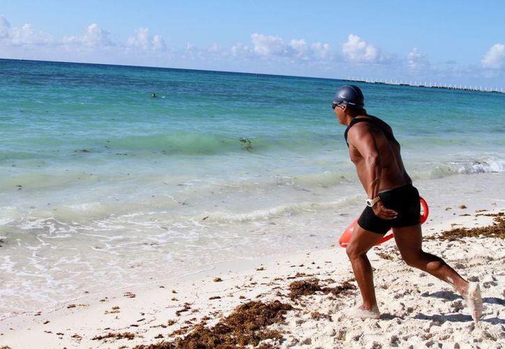 Este año se prevé sumar a cinco guardavidas para el resguardo de la costa solidarense. (Adrián Barreto/SIPSE)