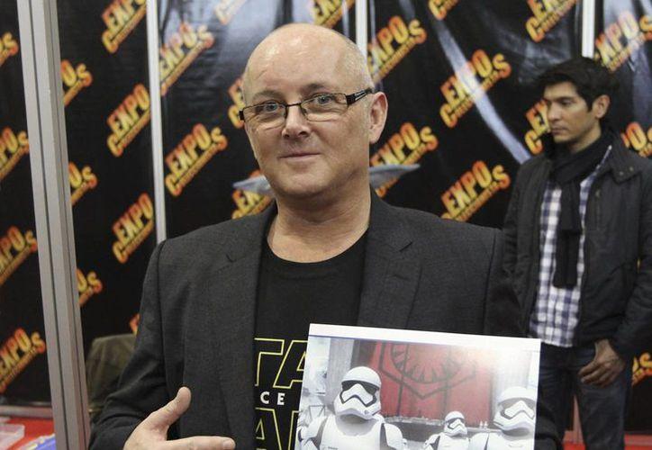 El actor británico Johnny Lynch habló sobre su experiencia tras participar en el episodio 7 de Star Wars durante su visita a México. (Notimex)