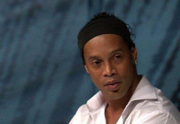 El delantero Ronaldinho está de vuelta en México; según la directiva de Gallos Blancos hoy mismo se reportó a la práctica del sus compañeros de equipo. (Archivo/NTX)