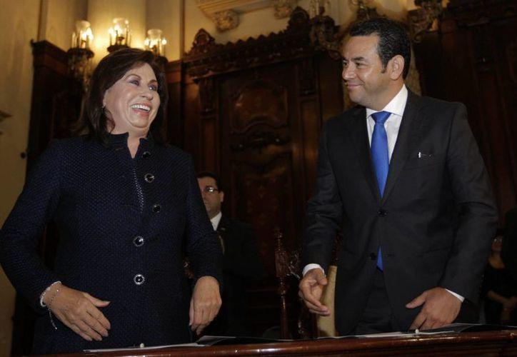 Sandra Torres, de la Unión Nacional de la Esperanza (UNE) y Jimmy Morales, del Frente de Convergencia Nacional (FCN), se enfrentarán este domingo en las urnas por la Presidencia guatemalteca. (EFE/Archivo)