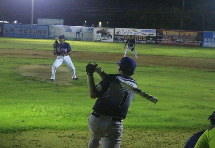Esta semana inició la Liga Municipal de Softbol en Chetumal. (Miguel Maldonado/SIPSE)