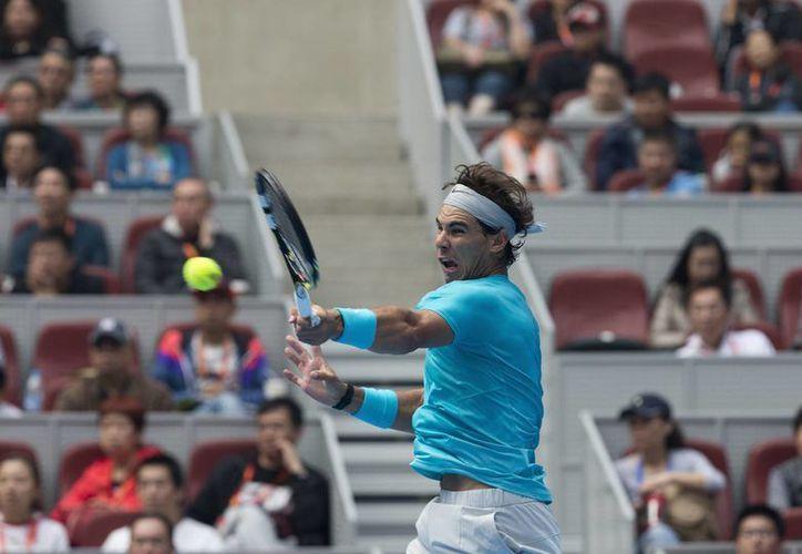 Nadal podría matar dos pájaros de un tiro (título y liderato de la ATP) si gana a Djokovic en la final. (Agencias)