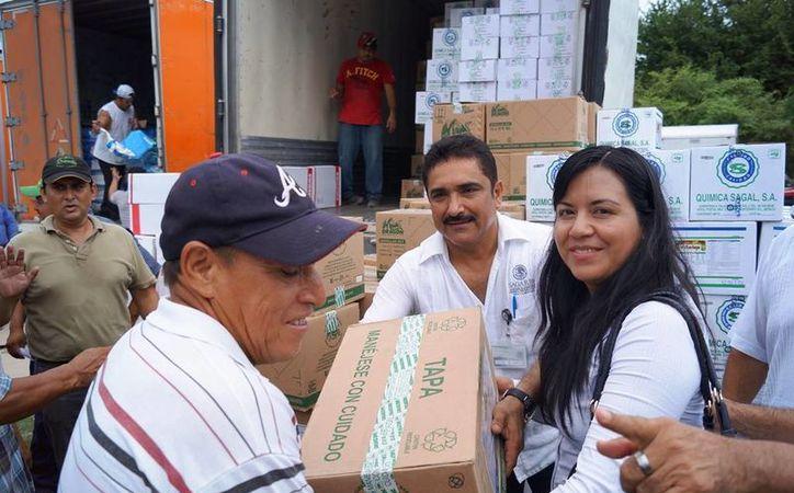 Firco realizó la entrega de apoyos del Proyecto Estratégico Trópico Húmedo, con un monto de cuatro millones 436 mil 971 pesos. (Edgardo Rodríguez/SIPSE)