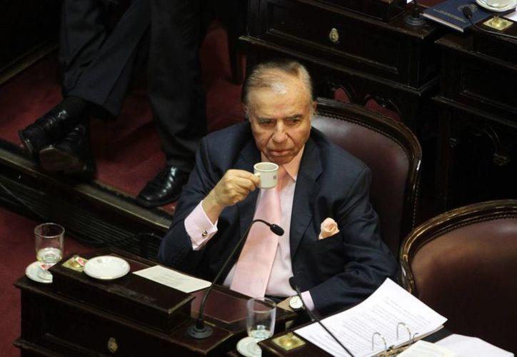 Imagen del expresidente de Argentina Carlos Menem, quien enfrenta un juicio por encubrir el ataque terrorista contra un centro comunitario judío en 1994. (Archivo/EFE)