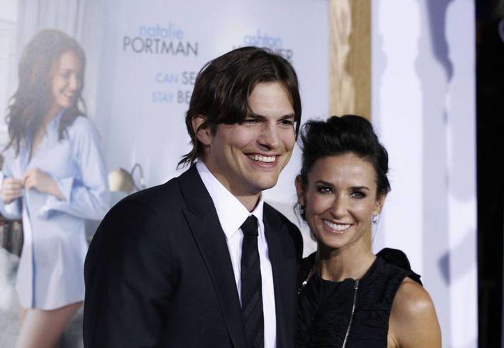 Demi Moore y Ashton Kutcher en foto de enero de 2011. Unos meses después se separaron. (Agencias)