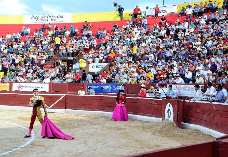 La Plaza de Toros Mérida registra tres cuartos de asistencia. (D. Sandoval/ Milenio Novedades)