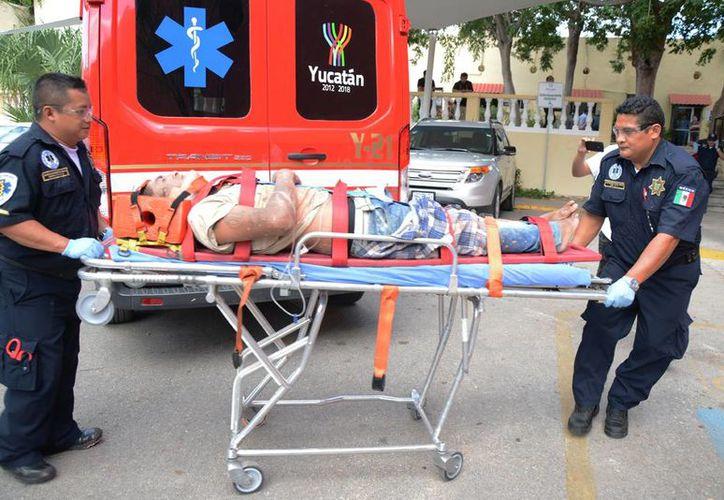 Las autoridades atendieron rápidamente a los heridos para trasladarlos a un hospital. (Sipse)