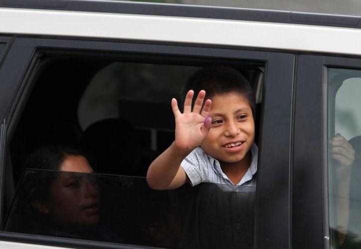"""Feliciano """"Manuelito"""" Díaz Díaz, de 10 años de edad, fue entregado a su madre y viajaron a su comunidad de origen en San Juan Chamula, Chiapas. (Archivo Notimex)"""