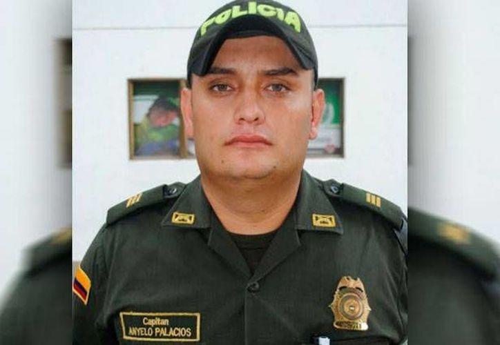 El capitán de policía Ányelo Palacios denunció la existencia de una supuesta red de prostitución masculina en la institución. (Foto: www.noticiascaracol.com)
